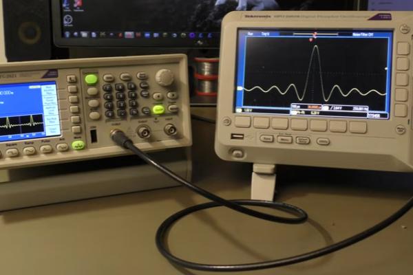 DDS generátory, co umí, jak fungují, pár testů a pohled dovnitř.