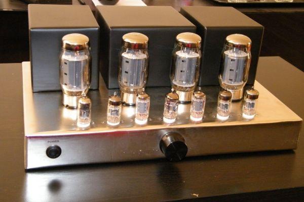 Elektrónkový zosilňovač McIntosh MC275