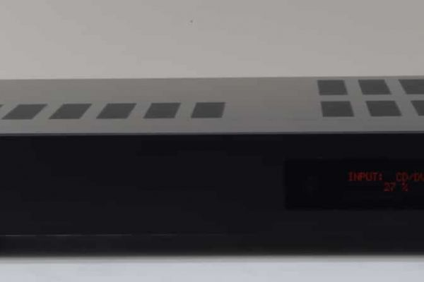 Hybridný Hi-Fi predzosilňovač
