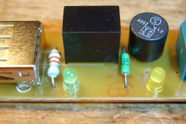 Mini měnič USB