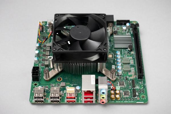 Prvé fotky unikátneho DIY PC počítača, ktorý stavia na vyradených čipoch AMD pre herné konzoly