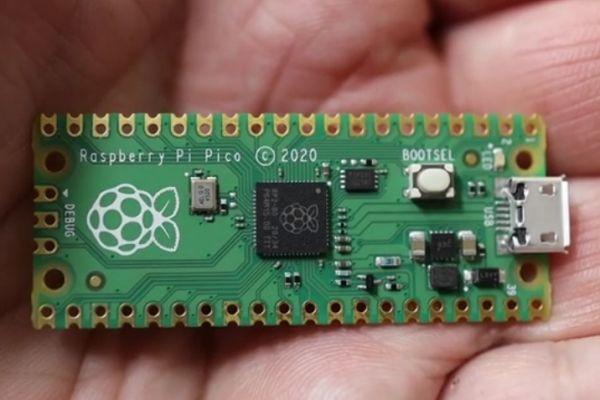Raspberry Pi Pico - pripojenie k PC a programovanie v Pythone