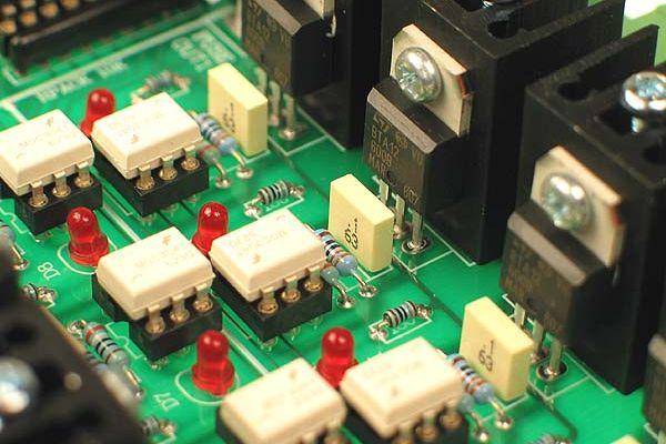 Viacvrstvé polovodičové komponenty v elektronike